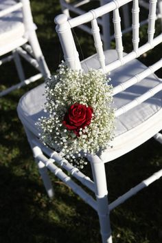 Guests chairs with white gypsophila and Maranello red rose @michelazucchini ©