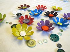 upcycling flowers made from egg cartons How To Speak Chinese, Green Life, Flower Making, Spring Flowers, Upcycle, Recycling, Arts And Crafts, Egg Cartons, Diy Projects