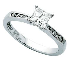 MDTdesign C556 engagement ring with Princess cut diamond and tapered round brilliant diamond shoulders