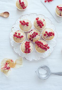 Red currant poppy seed muffin with lemon | Linda Lomelino