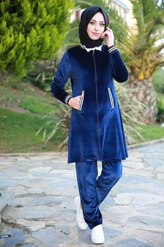 Kadife Eşofman Takımı Laci Ürün kodu: DNZ526 --> 89.90 TL Jogging, Hijab Fashion, High Neck Dress, Sweatshirts, Fitness, Womens Fashion, Abayas, How To Wear, Color