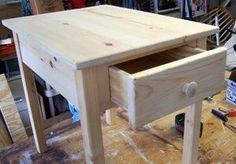 These free end table plans incorporate a drawer.  These are easy to build using your Kreg pocket hole jig.
