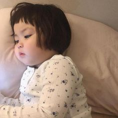 Are hoomans allowed here ? Look at this cutie Cute Baby Meme, Baby Memes, Cute Funny Babies, Cute Baby Videos, Cute Kids, Funny Baby Faces, Cute Asian Babies, Korean Babies, Asian Kids