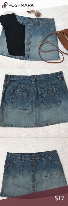 Cute snap button from Abercrombie Mini skirt Snap button Front Abercrombie & Fitch Denim mini Denim Jean skirt size 8 Abercrombie & Fitch Skirts Mini