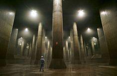 Giant underground water tank Flood Prevention, Saitama Japan, Sewer System, Modernisme, Underground Cities, Water Storage, Storage Area, Water Systems, Tokyo Japan