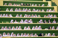Studentesse iraniane in visita al parlamento di Teheran. - Atta Kenare, Afp