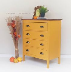 Rustic oak chest of drawers painted in Fusion Mineral Paint Mustard. Yellow pain… Rustic oak chest of drawers painted in. Yellow Painted Dressers, Yellow Drawers, Yellow Painted Furniture, Yellow Dresser, Painted Drawers, Painting Furniture, Chest Of Drawers Decor, Vintage Chest Of Drawers, Bedside Drawers
