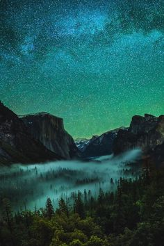 Photo by Yi Fan. Yosemite Valley, CA under starry sky. Beautiful Sky, Beautiful Landscapes, Beautiful World, Beautiful Places, Landscape Photography, Nature Photography, Night Photography, Landscape Photos, Digital Foto