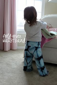 DIY Baby / Toddler Yoga Pants - i didn't quite understand the directions BUT who has a sewing machine i can borrow so I can make baby girl some yoga pants? ;-)