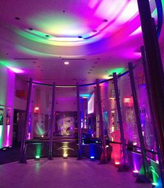80's PARTY IDEAS - UPLIGHTING! || Rent online at rentmywedding.com. FREE shipping nationwide! Easy DIY setup.