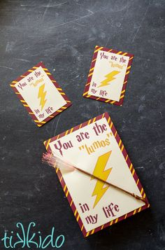 Free printable Harry Potter valentines in two sizes, and a tutorial for making the larger size light up with LED finger lights and a mini magic wand. Harry Potter Cards, Harry Potter Free, Harry Potter Printables, Harry Potter Artwork, Valentines For Kids, Valentine Day Cards, Happy Valentines Day, Printable Valentine, Presents For Best Friends
