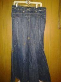 "Bison jeans stretch v cute 4 her size 12 free ship 4 $17.99. Waist 36"" hip 38"" lens 40"""