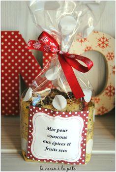 Mix aux épices pour couscous aux épices et aux fruits secs Mason Jar Meals, Meals In A Jar, Kit Cookies, Sos Recipe, Christmas Time, Christmas Gifts, Jar Gifts, Inspirational Gifts, Diy Kits