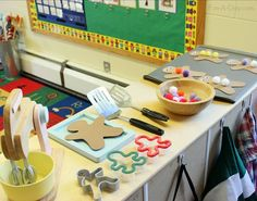 What a fun dramatic play invitation for kids! Children explore this Gingerbread Man activity after reading the classic tale of the cookie that came alive.