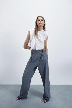 CALÇAS LARGAS ASSIMÉTRICAS | ZARA Portugal Jupe Midi Jean, Tie Crop Top, Crop Tops, Trousers Women, Pants For Women, Women's Trousers, Women's Pants, Smoking, Flare