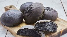If you want to get a little bit funky with your burgers, why not serve them in these black brioche buns? Charcoal Burger, Charcoal Bread, Brioche Recipe, Brioche Bread, Brioche Bun, Burger Buns, Burgers, Burger Recipes, Bread Recipes