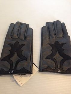 CHANEL CHANEL AUTHENTIC NWT GREY AND BLACK FINGERLESS LEATHER DRIVING GLOVES