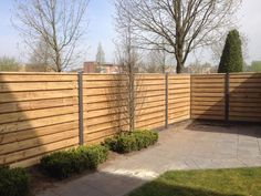 Houten schutting: moderne Tuin door Kuiper Schuttingen House Fence Design, Back Garden Design, Fence Options, Fence Planters, Outdoor Privacy, Garden Deco, Low Maintenance Garden, Outdoor Living, Outdoor Decor