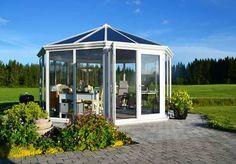 Slik bygger du en enkel redskapsbod selv - viivilla.no Gazebo, Waterfall, Outdoor Structures, Flowers, Hygge, Gardens, Patio, Pavilion Design, Kiosk