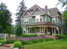 Aurora Staples Inn Bed and Breakfast is located in historic Stillwater, Minnesota on the beautiful St. Croix River. The home is elegantly decorated to reflect the Victorian era.
