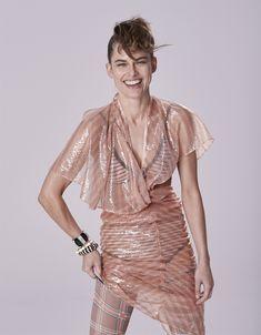 Il filo nascosto Pixel Color, Woman Smile, Trend Fashion, Simple Art, Vanity Fair, Color Blocking, Wrap Dress, Editorial, Tights