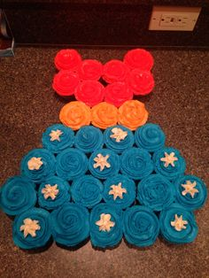 Wonder Woman cupcake cake! Vegan chocolate cupcakes with vegan buttercream frosting.