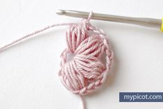 MyPicot is always looking for excellence and intends to be the most authentic, creative, and innovative advanced crochet laboratory in the world. Puff Stitch Crochet, Crochet Puff Flower, Crochet Daisy, Crochet Flower Patterns, Crochet Baby Hats, Crochet Flowers, Crochet Gratis, Crochet Chart, Free Crochet
