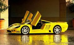 Sideview Saleen S7 Twin Turbo Gold