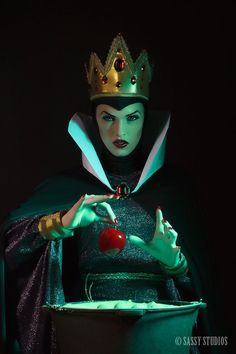 Evil Queen Cosplay from Snow White. YES!!!! That is a classic and could be a really fun shoot!