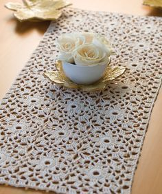Pretty Starburst Table Runner: free pattern
