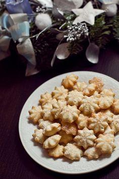 Krása se skrývá v jednoduchosti a tyhle křehké sušenky jsou toho důkazem; Marie Bartošová Christmas Baking, Christmas Cookies, Czech Recipes, Something Sweet, Cupcake Cookies, Baking Recipes, Sweet Tooth, Oatmeal, Easy Meals