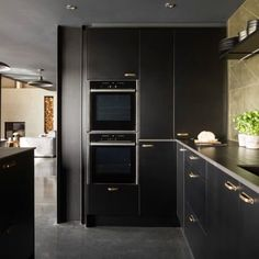 Gold on black : super classy finish for your kitchen . Here the designer has used our backplate solid brass handles thanks for featuring us and look forward to seeing the kitchen feature in & great shot Kitchen Decor, Kitchen Design, Dark Ceiling, Kitchen Cabinets, Kitchen Appliances, Brass Handles, French Door Refrigerator, Luxury Living, Home Renovation