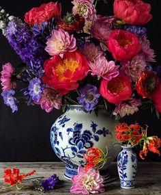 New Flowers Peonies Blue Vase Ideas Deco Floral, Arte Floral, Beautiful Flower Arrangements, Floral Arrangements, Flower Vases, Flower Art, Fresh Flowers, Beautiful Flowers, Sugar Flowers