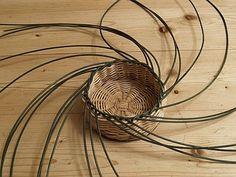 Obrazek Paper Basket Weaving, Rattan, Macrame, Diy And Crafts, How To Make, Handmade, Matisse, Craft, Hampers