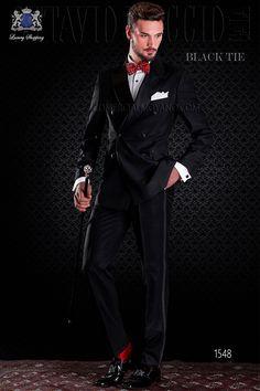 Esmoquin cruzado negro italiano con solapas de raso a contraste. Modelo con solapa de punta y 6 botones forrados a contraste. Tejido negro mixto lana. Esmoquin 1548 Colección Black Tie Ottavio Nuccio Gala.