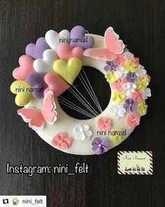 Felt Crafts Patterns, Felt Crafts Diy, Baby Crafts, Handmade Gift Tags, Handmade Felt, Handmade Crafts, Bear Felt, Felt Wall Hanging, Baby Shower Crafts