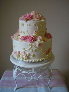 Lovely Romantic Roses Cake / Rose Cake.  Image from CakeCentral.com.