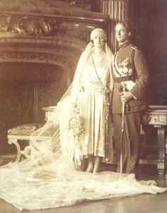 Classic Royal Wedding Dress - Wedding dress of Princess Astrid of Sweden when she married Prince Leopold (later King Leopold III of the Belgians) - 1926 Chic Vintage Brides, Vintage Wedding Photos, 1920s Wedding, Vintage Bridal, Wedding Pictures, Wedding Bride, Vintage Weddings, Royal Wedding Gowns, Princess Wedding Dresses