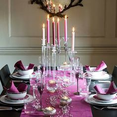 Elegant dinner table in purple.