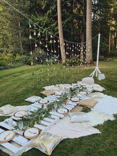 Backyard Birthday Parties, Picnic Birthday, Birthday Diy, Picnic Party Decorations, Outdoor Dinner Parties, Backyard Picnic, Picnic Style, Golden Birthday, Brunch