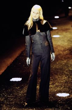 Alexander McQueen Fall 1998 Ready-to-Wear Fashion Show Collection: See the complete Alexander McQueen Fall 1998 Ready-to-Wear collection. Look 9 Timeless Fashion, Vintage Fashion, Runway Fashion, Fashion Show, Fall Fashion, Mcqueen 3, Become A Fashion Designer, Alexander The Great, Mcq Alexander Mcqueen