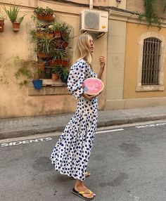 Image discovered by abbs. Find images and videos about fashion, style and summer on We Heart It - the app to get lost in what you love. 70s Fashion, Look Fashion, Korean Fashion, Fashion Dresses, Vintage Fashion, Fashion Trends, Modest Fashion, Fashion Quiz, Fashion Today