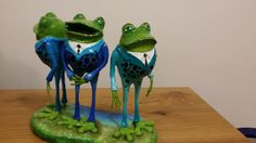 The Business Frogs This one-of-a-kind (OOAK) figurine was made by hand using recycled materials. The top layer is made of Paper Mache clay. This sculpture is hand painted with acrylic paint and covered with special varnish.  This is a perfect gift for yourself, your family or someone special who likes sculptures. Suitable for home& office decor.  To see more of my works, please visit my site:  nyassour.wixsite.com/naomiart
