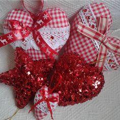 ❤️❤️❤️ di @raffaela_corona ❤️❤️❤️ #handmade#fattoamano#tutorial#fimo#crochet#mamme#sewing#sew#riciclo#riciclocreativo#creatività #craft#crafter#artigianato#diy#passoapasso#paper#mammecreative#creativemamy#recycle#knit#felt#pannolenci#denim#jeans#artesanato#sew#natal#natale#christmas#noel
