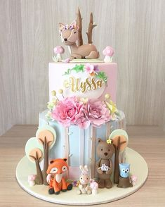 Woodland Animals Cake - Que lindo bolo para uma floresta super fofa Regranned from - cakes - Kuchen First Birthday Cakes, Birthday Cake Girls, Ben E Holly, Cupcakes Decorados, Woodland Cake, Girl Cakes, Dog Cakes, Cute Cakes, Themed Cakes