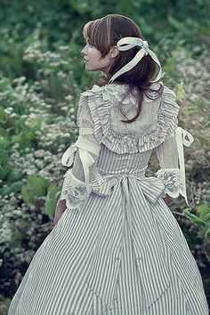 Victorian garden party, anyone?  Sounds like so much fun.  Yes, I will do this.