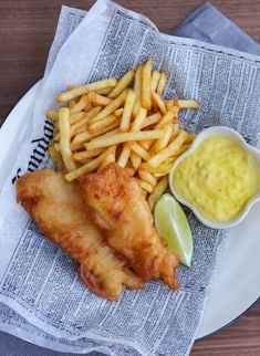 fish and chips Cod Recipes, Salmon Recipes, Cooking Recipes, Fish And Chips Restaurant, Bistro Food, Battered Fish, Food Cravings, Food Inspiration, Love Food