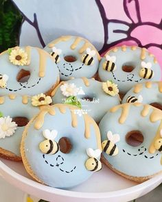 Bee Cakes, Cupcake Cakes, Cupcakes, Delicious Donuts, Delicious Desserts, Yummy Food, Kreative Desserts, Cute Donuts, Donuts Donuts
