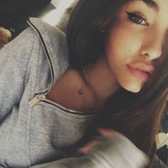 (((((FC Madison Beer))))) Hey I'm Madison Whitesides and I'm I have an older brother and A lot of you probably already know his name *laughs* But I'm new and I like to keep myself a secret *Winks* But introduce? Skin Makeup, Beauty Makeup, Hair Beauty, Pretty Makeup, Makeup Looks, Pretty People, Beautiful People, Madison Beer, Girls Selfies