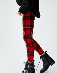 Pantalon Tartan, Diva Fashion, Womens Fashion, Tartan Fashion, Punk, Pull N Bear, Leggings, Plaid, Mafia